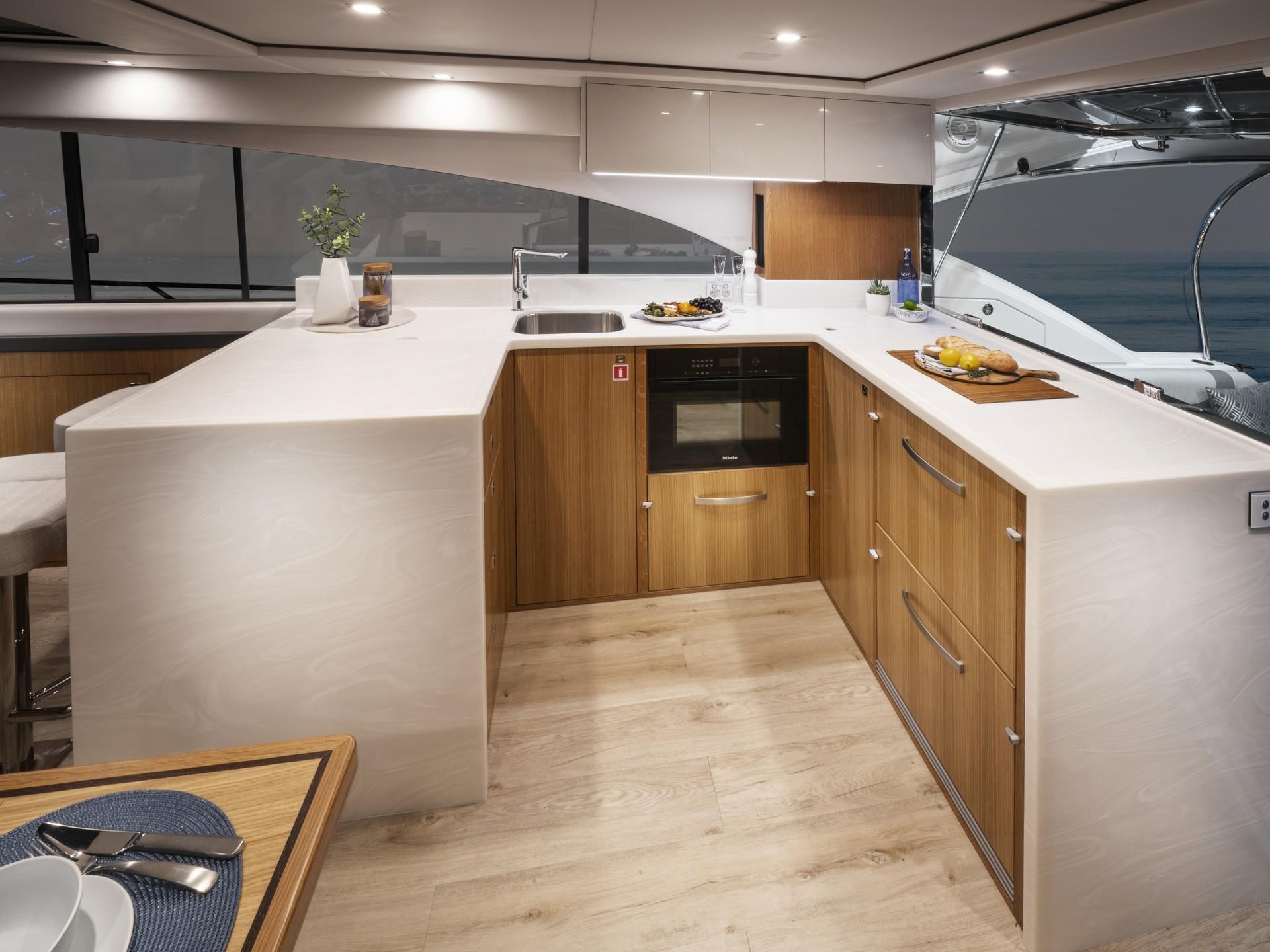 Riviera 5400 Sport Yacht Platinum Edition