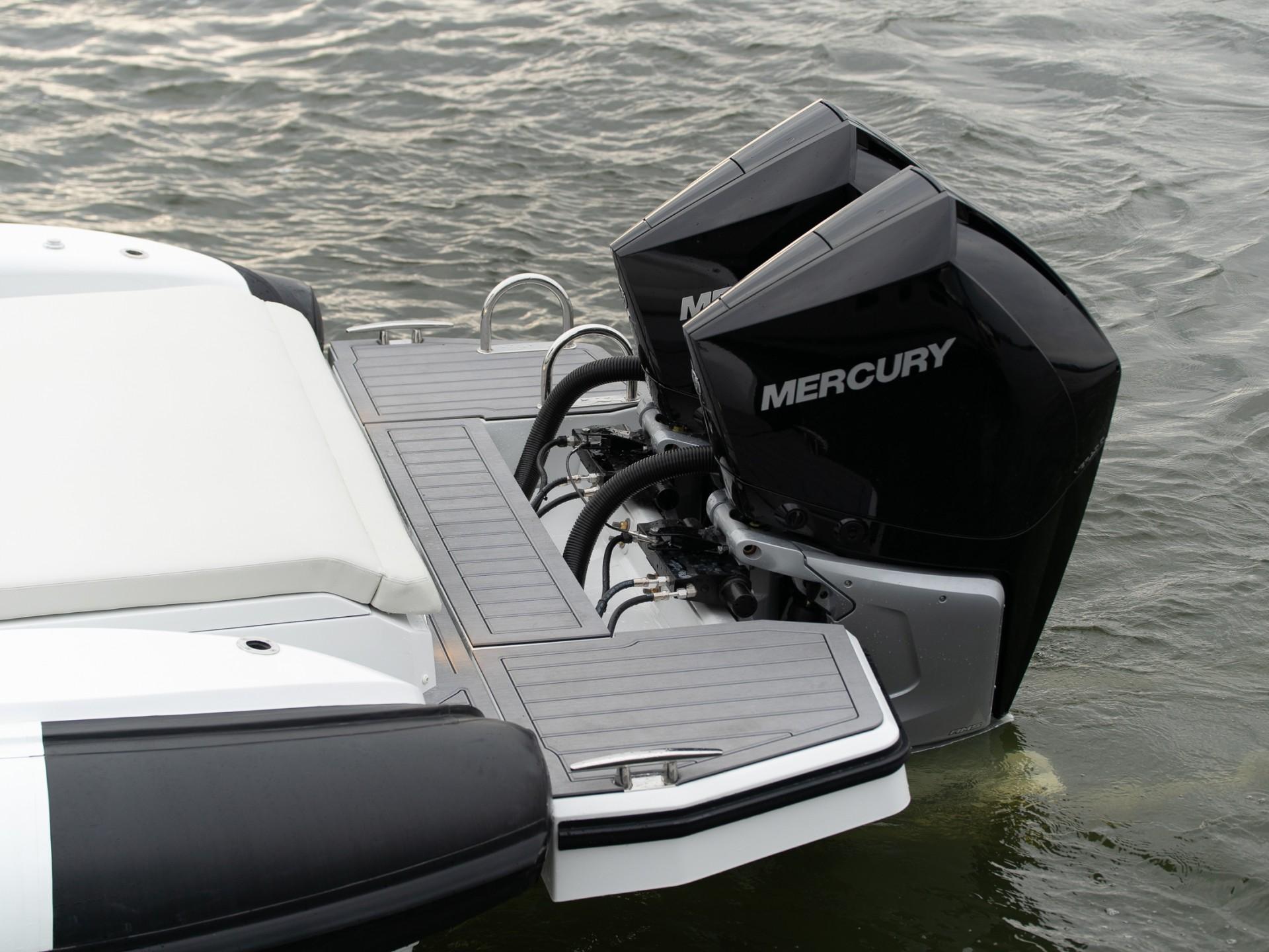 PIRELLI Speedboats 35 Outboard