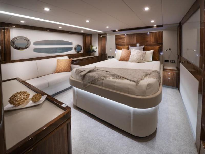 Riviera 6000 Sport Yacht Platinum